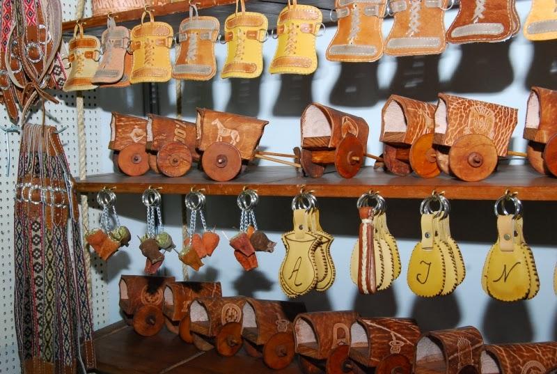 Feirinha da Beira Mar - Cantis de couro